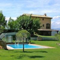Cardona Villa Sleeps 17 with Pool, hotel en Cardona
