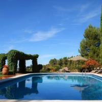 Falset Villa Sleeps 6 with Pool and Air Con