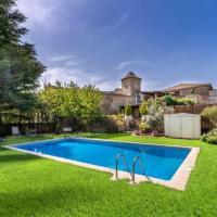 Bellmunt d'Urgell Villa Sleeps 10 with Pool
