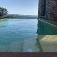 Lladurs Villa Sleeps 16 with Pool, hotel in Lladurs