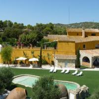 Can Trabal Villa Sleeps 34 with Pool, hotel en Can Trabal