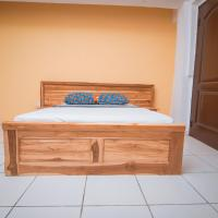 Royal Lanes Serviced Apartments, hotel in Oko