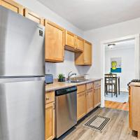 Chicago Local Vibe Residential 1BR Roscoe Village
