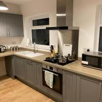 Be. More Homely Presents - ROS - A Luxury 4 Bed House In A Quiet Area Of - Marston Green - (2 Miles From N.E.C) FREE PARKING WIFI (15 MINS FROM) THE N.E.C , BHAM AIRPORT