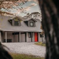 Mia Creek - Red Door Cottage, hotel em Crackenback