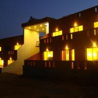 The Yellow Retreat, hotel in Wai