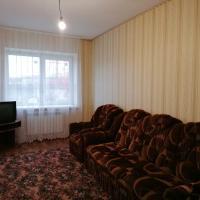 Двухкомнатная квартира рядом с центром, отель в Лисках