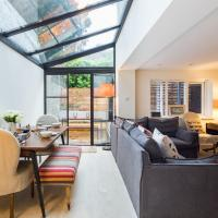 Quiet Classical Modern Designer Garden Flat