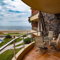 Playa Grande 2nd Floor Oceanfront, hotel near Playa de Oro International Airport - ZLO, Cihuatlán