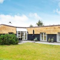 Four-Bedroom Holiday home in Vejers Strand 1, hotel in Vejers Strand