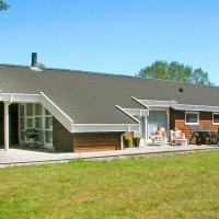 Four-Bedroom Holiday home in Aakirkeby 7, hotel in Vester Sømarken