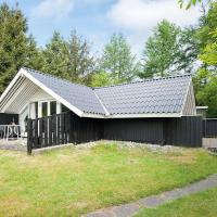 Four-Bedroom Holiday home in Torsby, hotel i Toftlund