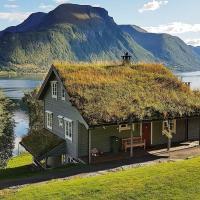 Six-Bedroom Holiday home in Lauvstad, hotel in Åmelfot