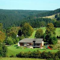 Spacious Villa in Ovifat with Sauna, hotell i Ovifat