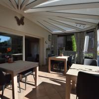 Comfortably furnished holiday home with swimming pool, jacuzzi and sauna on a farm, hotel in Tienen