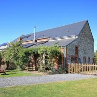 Spacious Farmhouse with Terrace in Wellin, hotel in Wellin