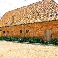 Alluring Farmhouse in Moorslede with Private Swimming Pool, hotel in Moorslede