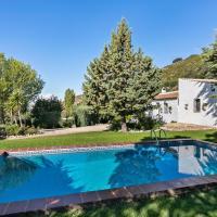 Modern Cottage in La Joya with Private Pool, hotel in La Joya