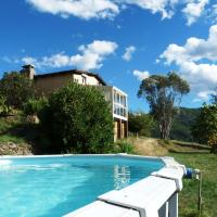 Spacious Holiday Home with Swimming Pool in Accons, hotel in Accons