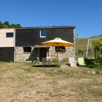 Cozy Holiday Home in Accons with Meadow Nearby, hotel in Accons