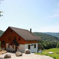 Rustic chalet with dishwasher, in the High Vosges, hotel in Le Ménil