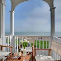 Magnific Holiday home in Hythe Kent with Sea View