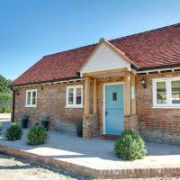 Wonderful Holiday Home in Linton Kent with Covered Pool