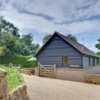 Cozy Holiday Home in Robertsbridge Kent amidst Forest, hotel in Dallington