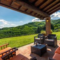 Beautiful Holiday Home near Lake in Lizzanello, hotell i Piteccio