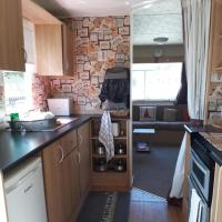 Immaculate 3-Bedroom Caravan on Combe Haven