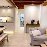 Newly renovated old town Chic apartment