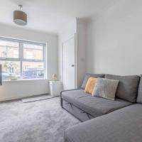 STYLISH APARTMENT 5 MIN WALK TO CASTLE & PARKING!