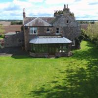 Vicarsford Farmhouse with Hot Tub near St Andrews