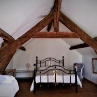 1 Bedroom Tranquil Cottage on Lake, hotel in Bommiers