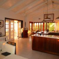 Sea Song Caribbean Villa, hotel in Woodlands