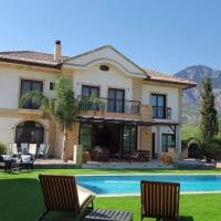 Stunning Private Villa - Beautiful Gardens & Pool, hotel in Lapithos