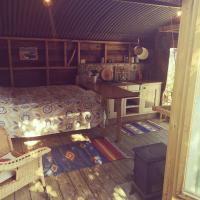 Cosy cabin in walking distance of cornish coast