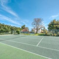 Sweet small barn with Tennis court near Goodwood
