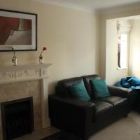 Burghfield - Beautiful Split Level 4 Bedroom House