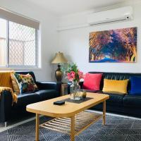 Goldie Apartment