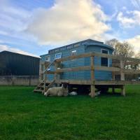 Showman's Hut Westcote