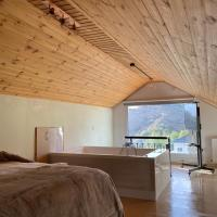 Aprosmeno Luxary Jacuzzi House 2, hotel in Agros