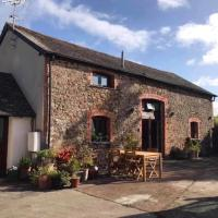 Stunning 2-Bed Barn Conversion, hotel in Broadwoodkelly