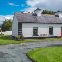 3-Bedroom House with Private Garden, hotel near Ireland West Airport Knock - NOC, Carracastle