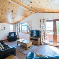 Tawny Lodge with Hot Tub near Cupar Fife