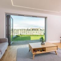 Luxury Balcony Apartment in St Andrews - Parking