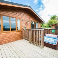 Skylark Lodge with Hot Tub near Cupar Fife