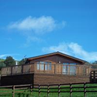 Woodpecker Lodge with Hot Tub near Cupar Fife