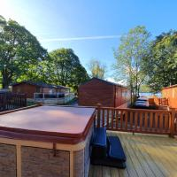 Charming 3-Bed Lodge on Windermere with Hot Tub