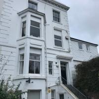 Canterbury Luxury Stays - 2 Bed Apartment - Close to Town CT1 - Sleeps 6